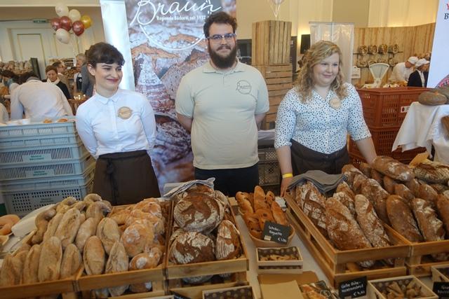 Eine knappe Stunde von Wien entfernt backt die Bäckerei Braun in Etsdorf am Kamp Spezialitäten wie ein Gelbe-Rüben-Haselnussbrot © f2m